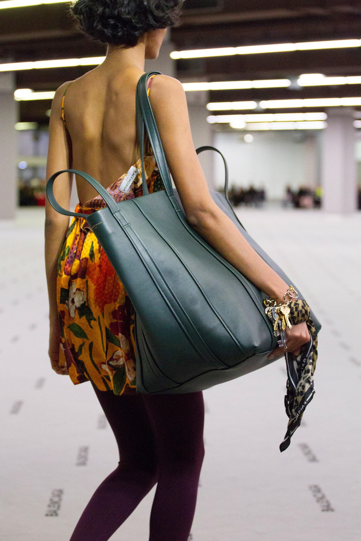 Зеленая сумка тоут