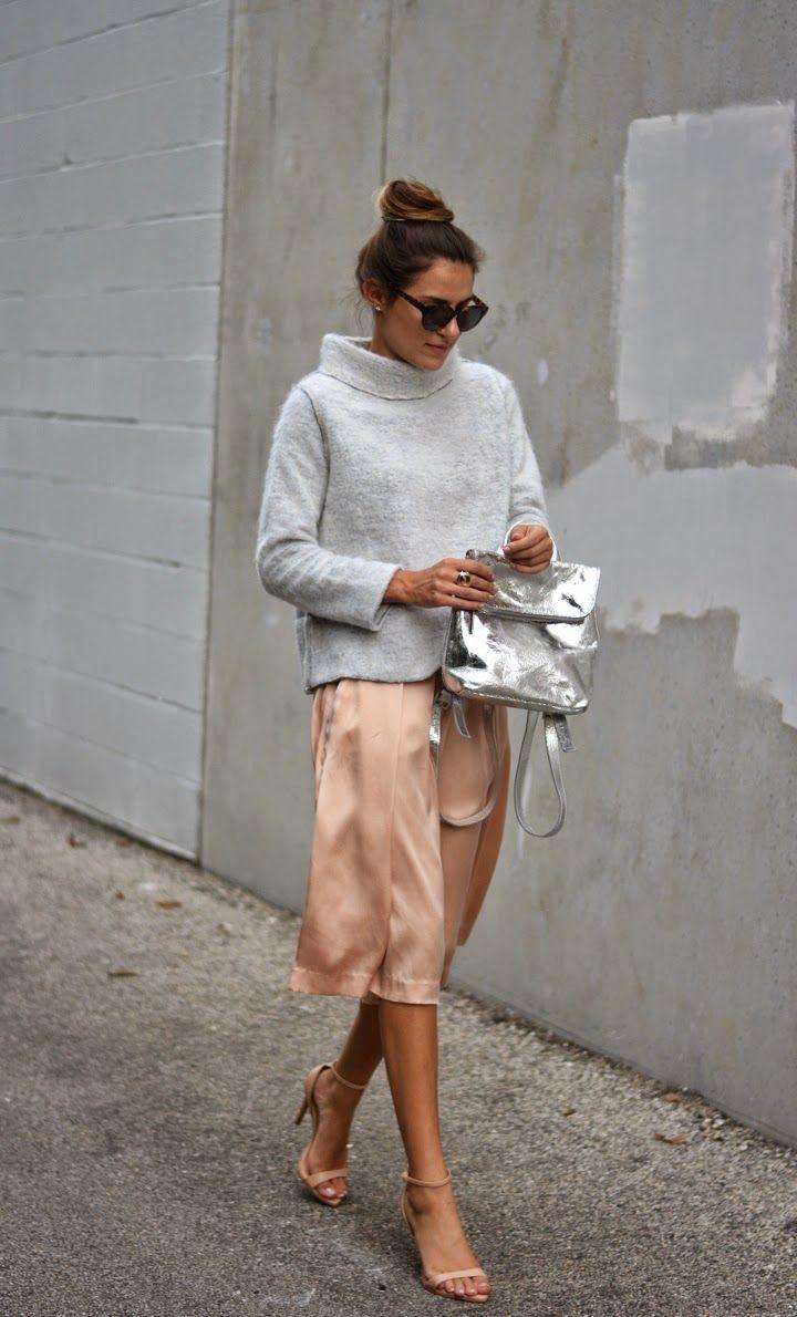 Бежевая атласная юбка