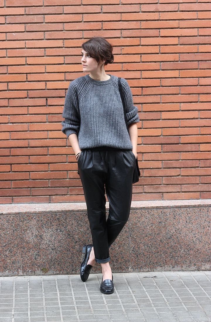 Модные джоггеры из экокожи