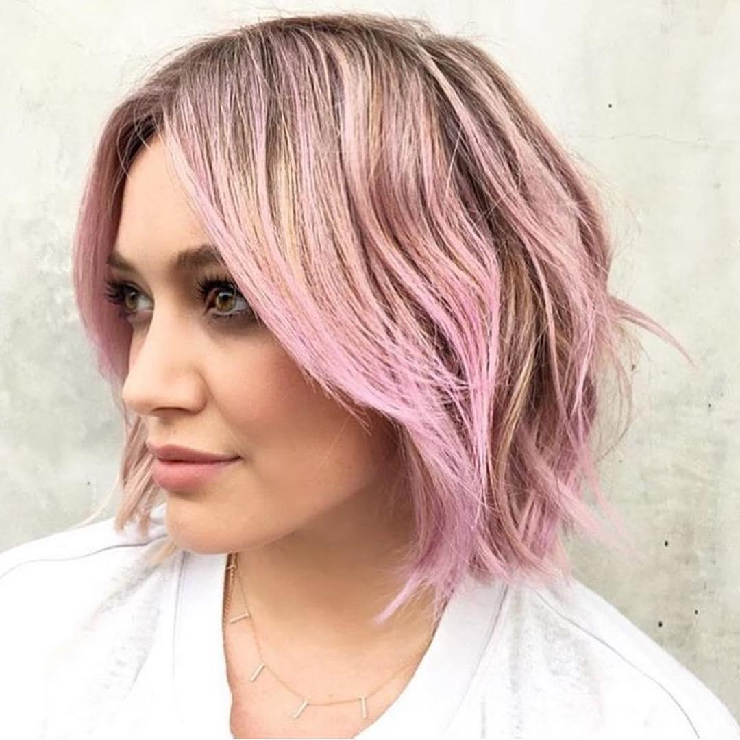 Розовый блонд на кончиках волос