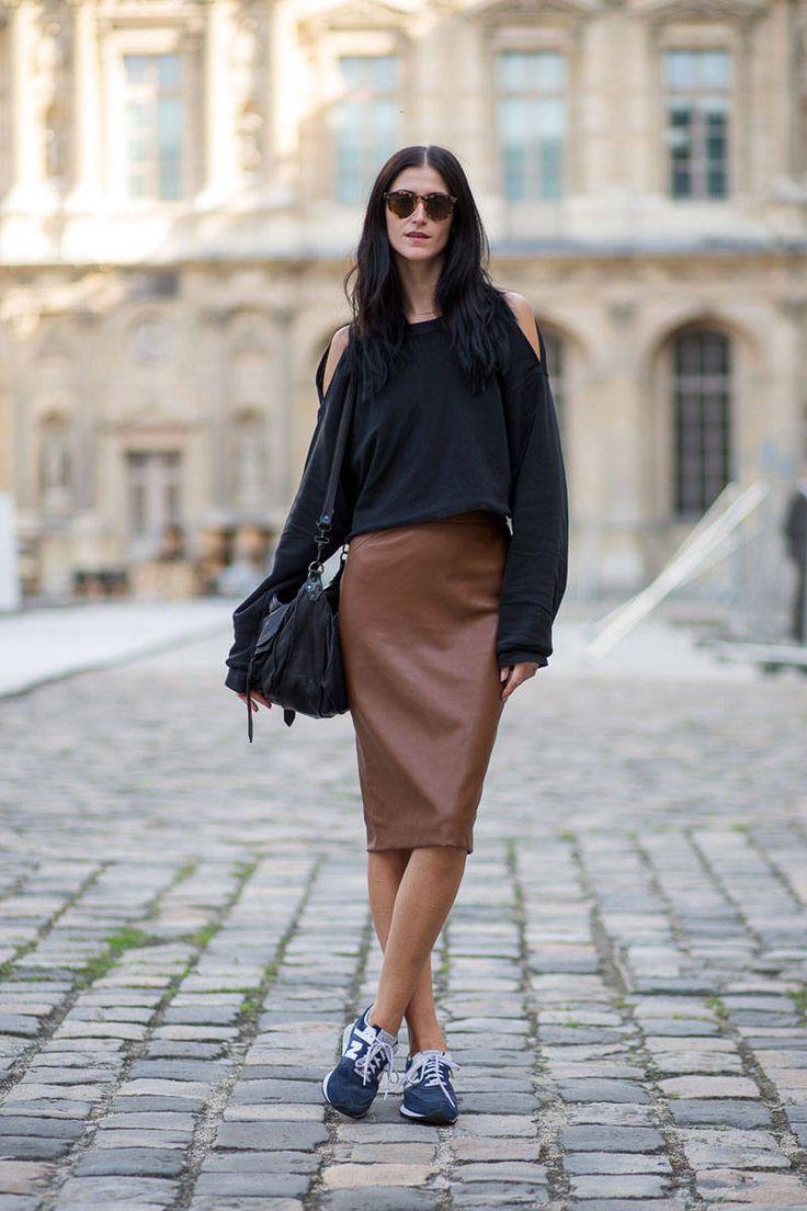 Стильная юбка-карандаш из коричневой кожи