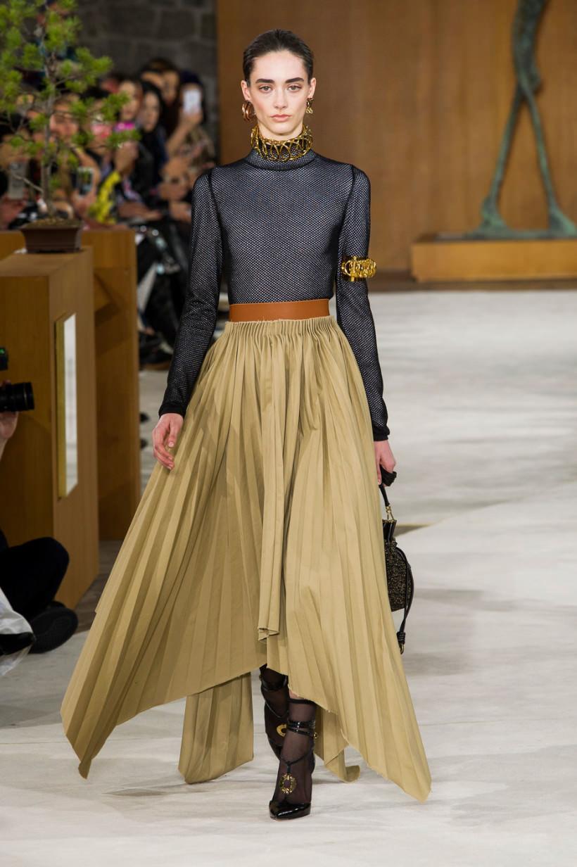 Модная плиссированная юбка из атласа