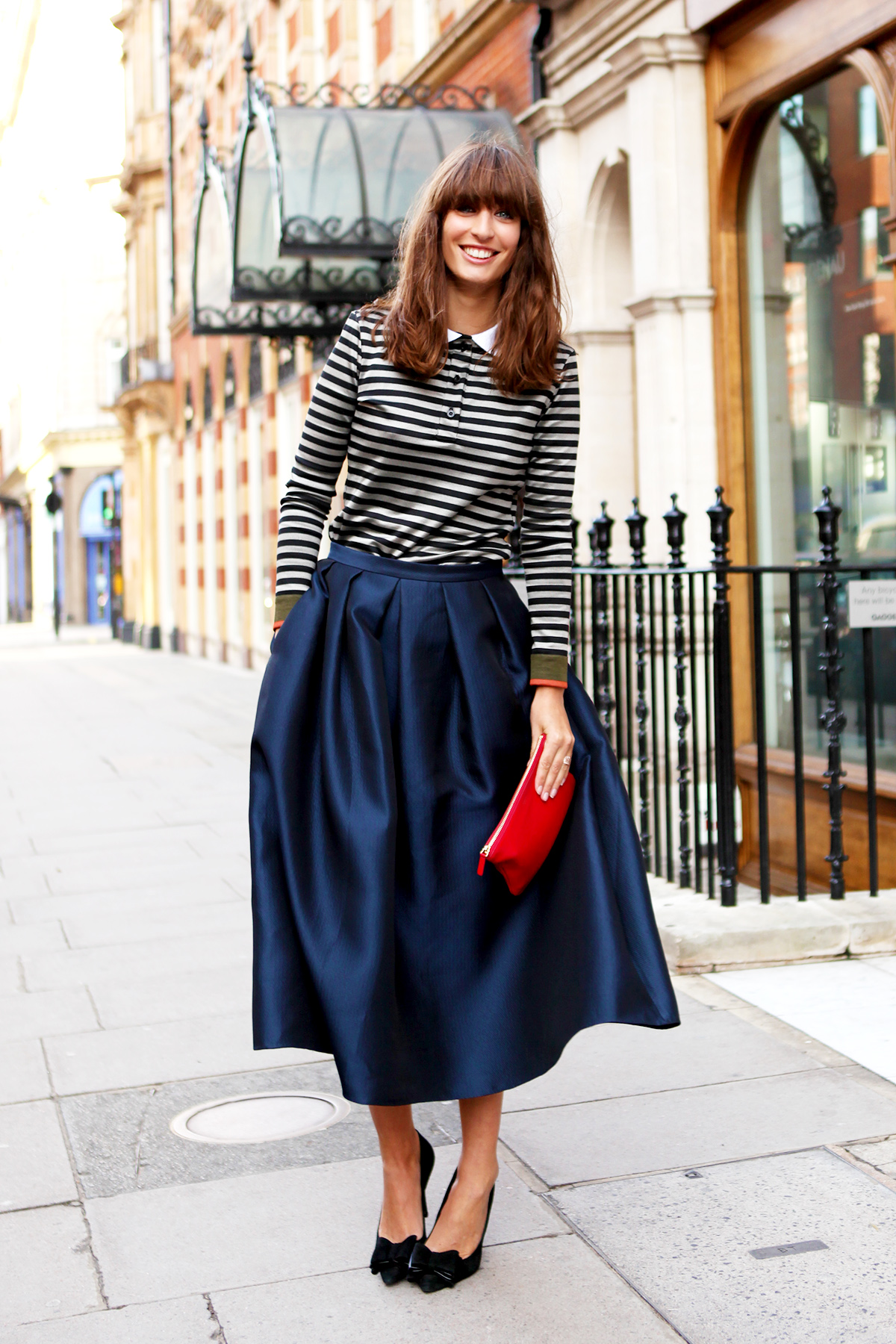 Стильная синяя юбка из атласа