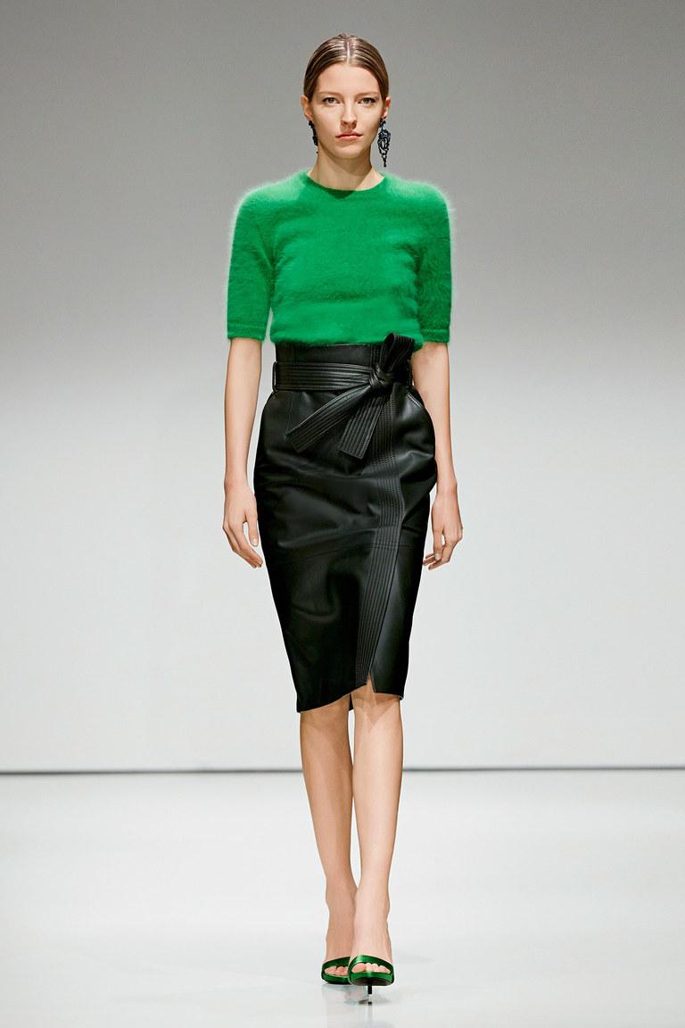 Модная юбка из экокожи с высокой талией