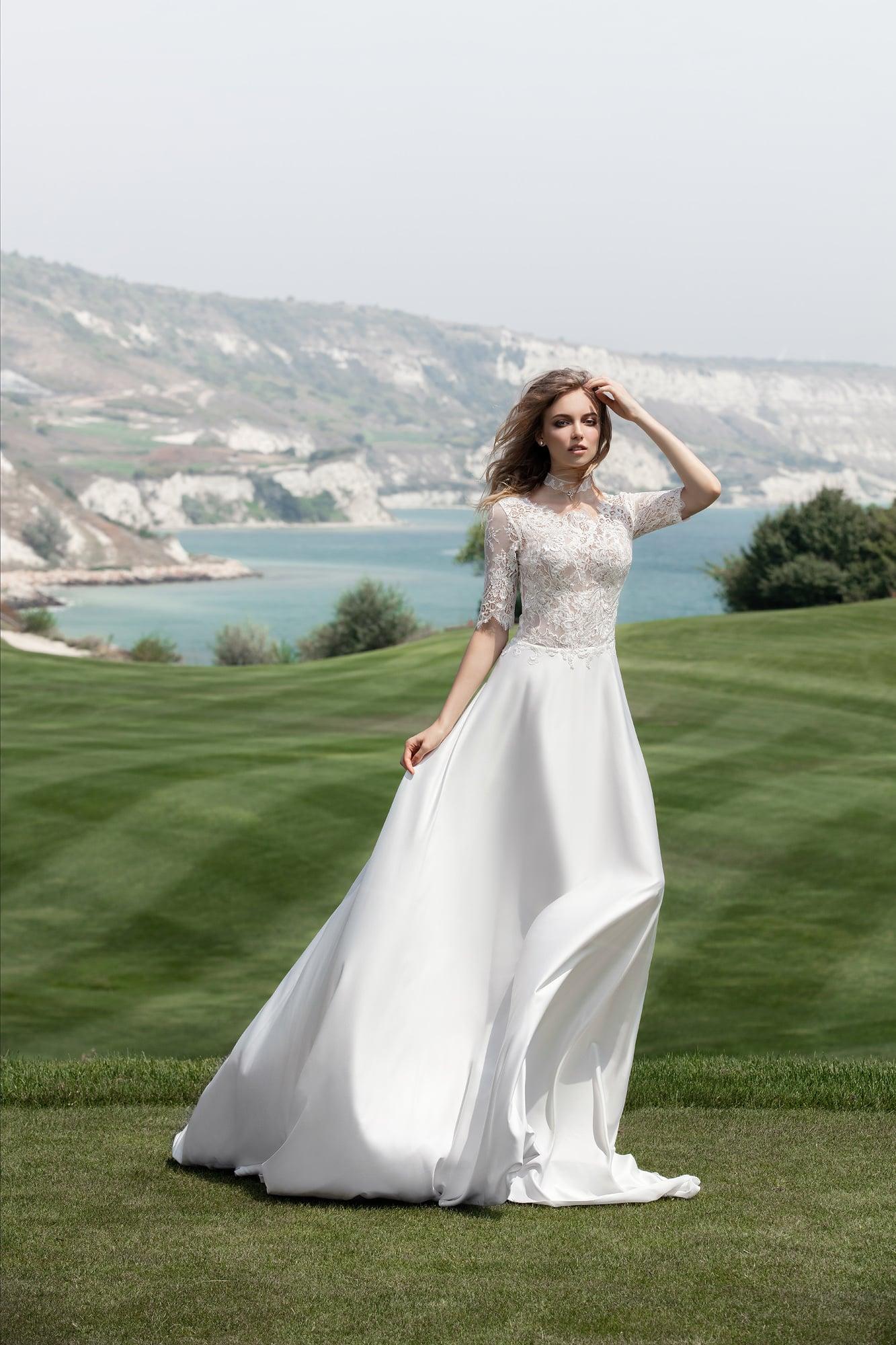 Платье для венчания с атласной юбкой