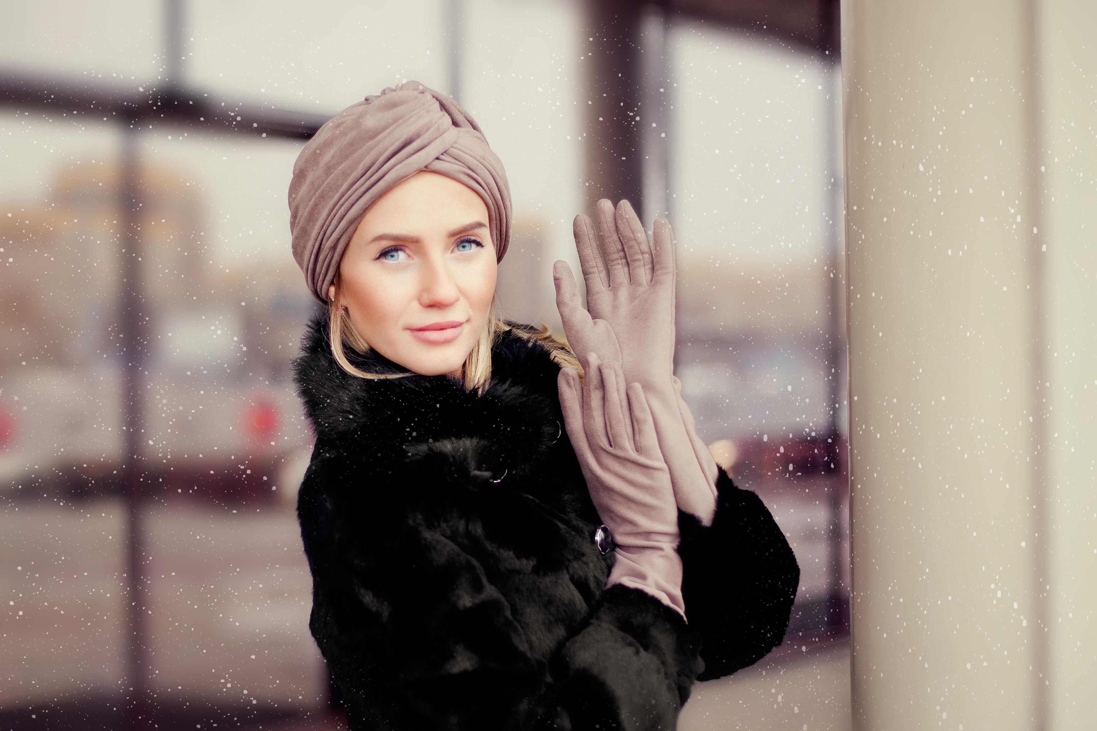 Бежевые замшевые перчатки