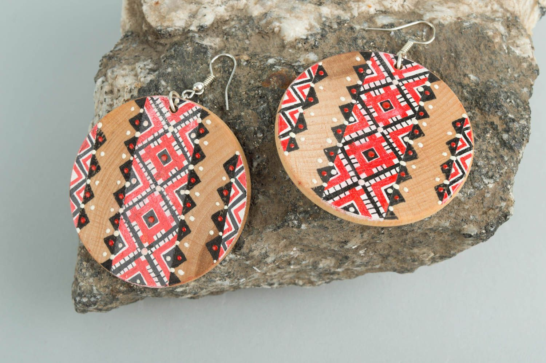 Серьги из дерева в этническом стиле