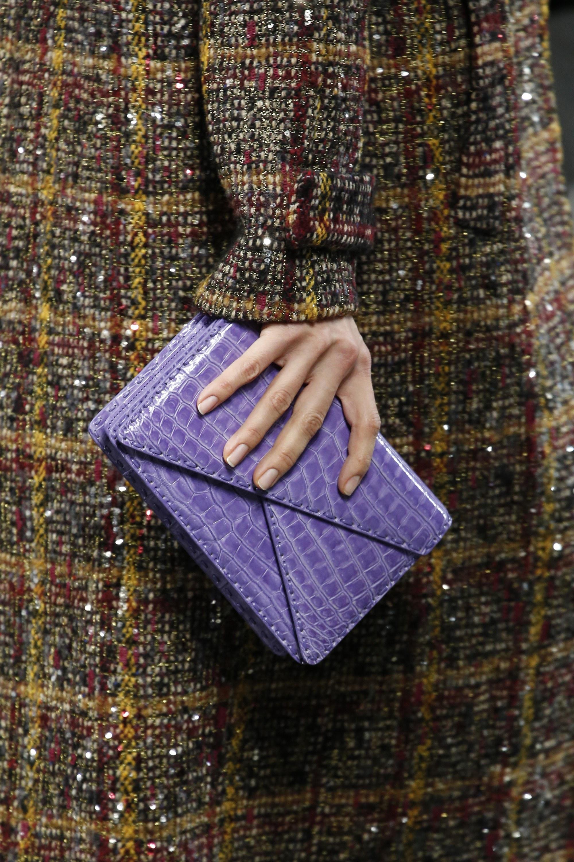 Модный клатч-конверт фиолетового цвета