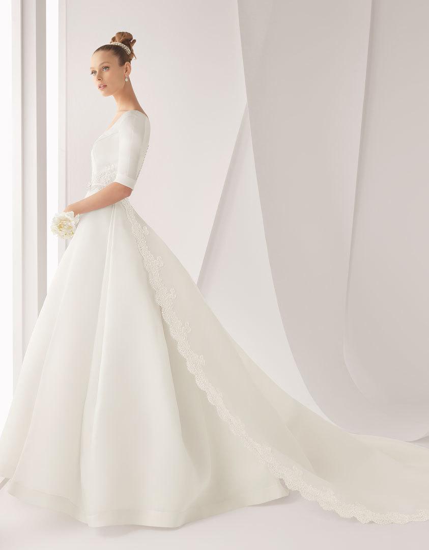 Венчальное платье со шлейфом