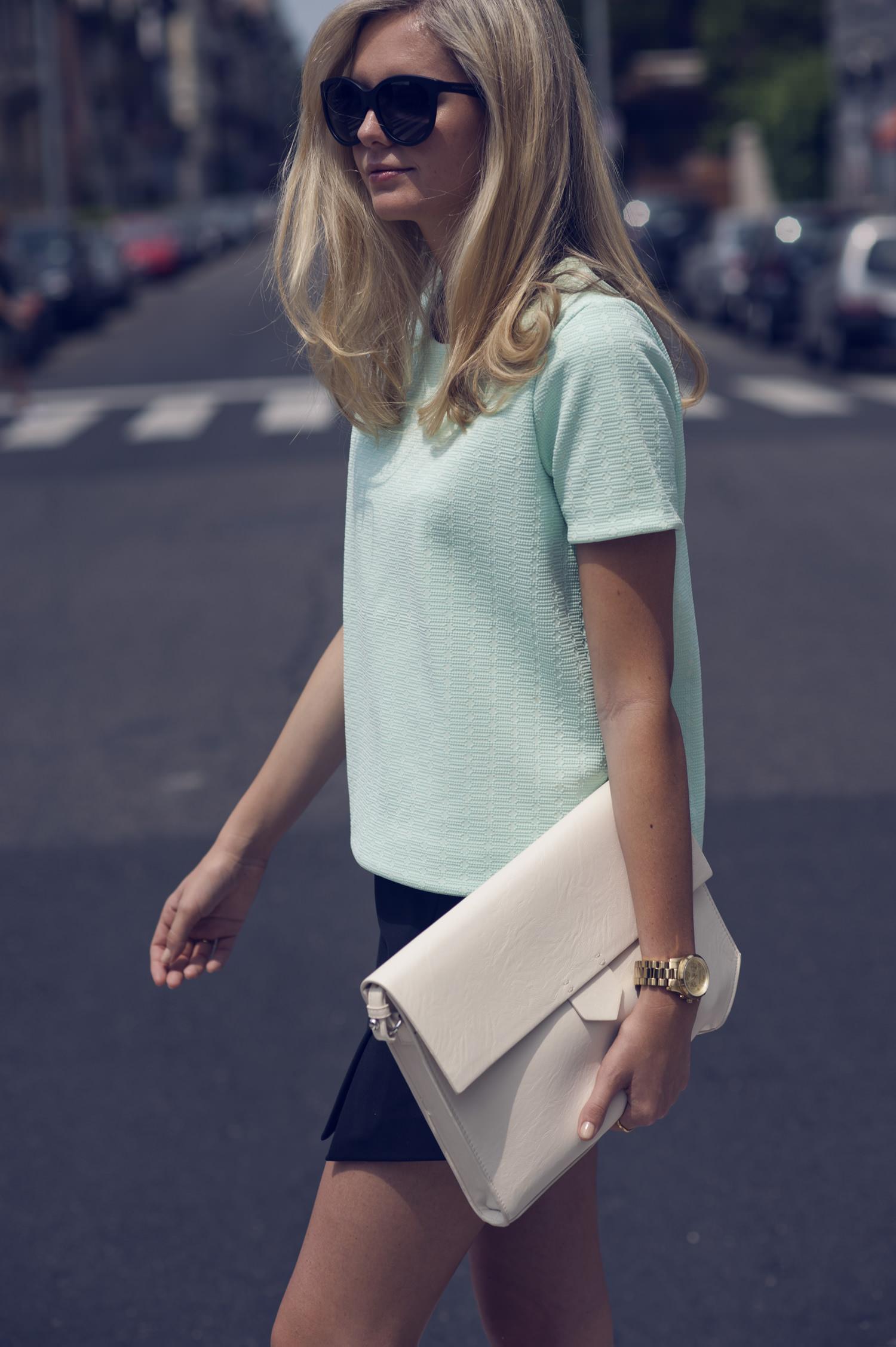 Белый клатч-сумка