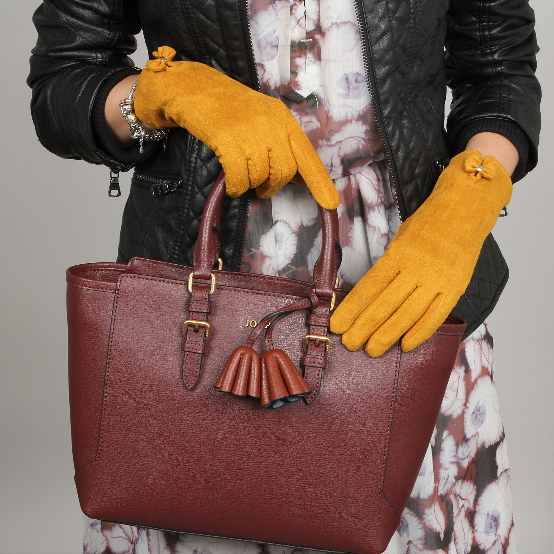 Желтые замшевые перчатки