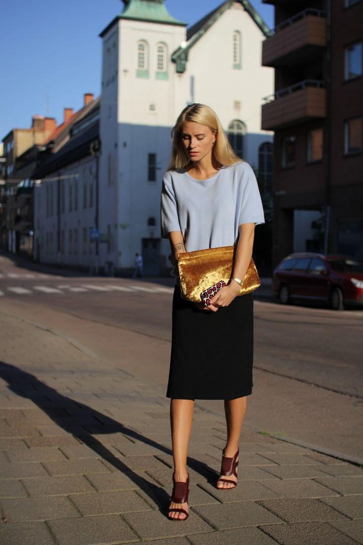 Модный клатч-конверт золотистого оттенка