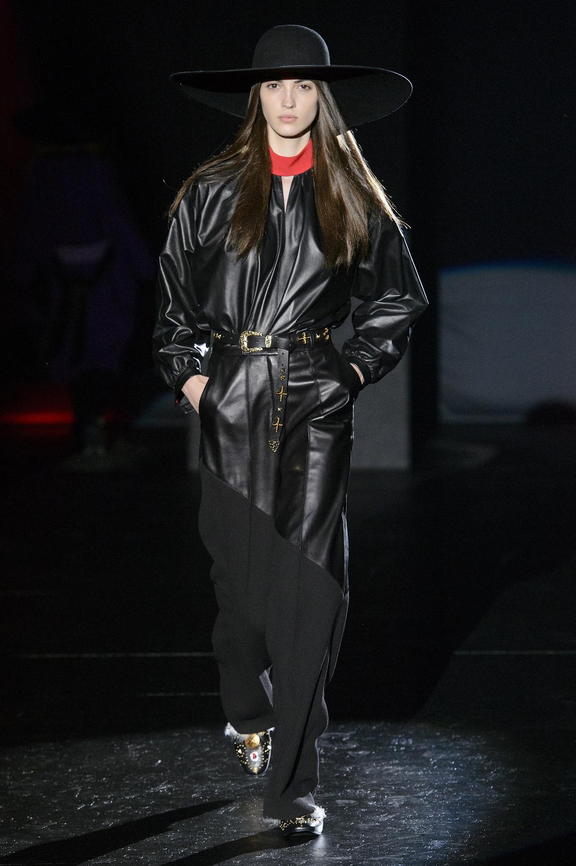 Асимметричная кожаная куртка