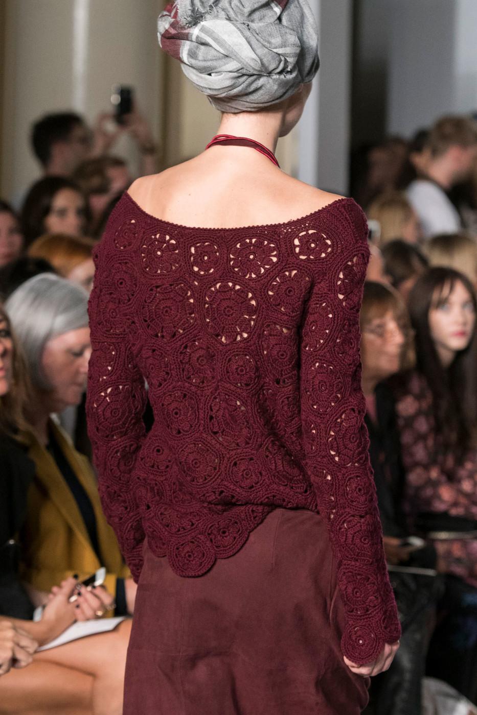 Бордовый ажурный пуловер
