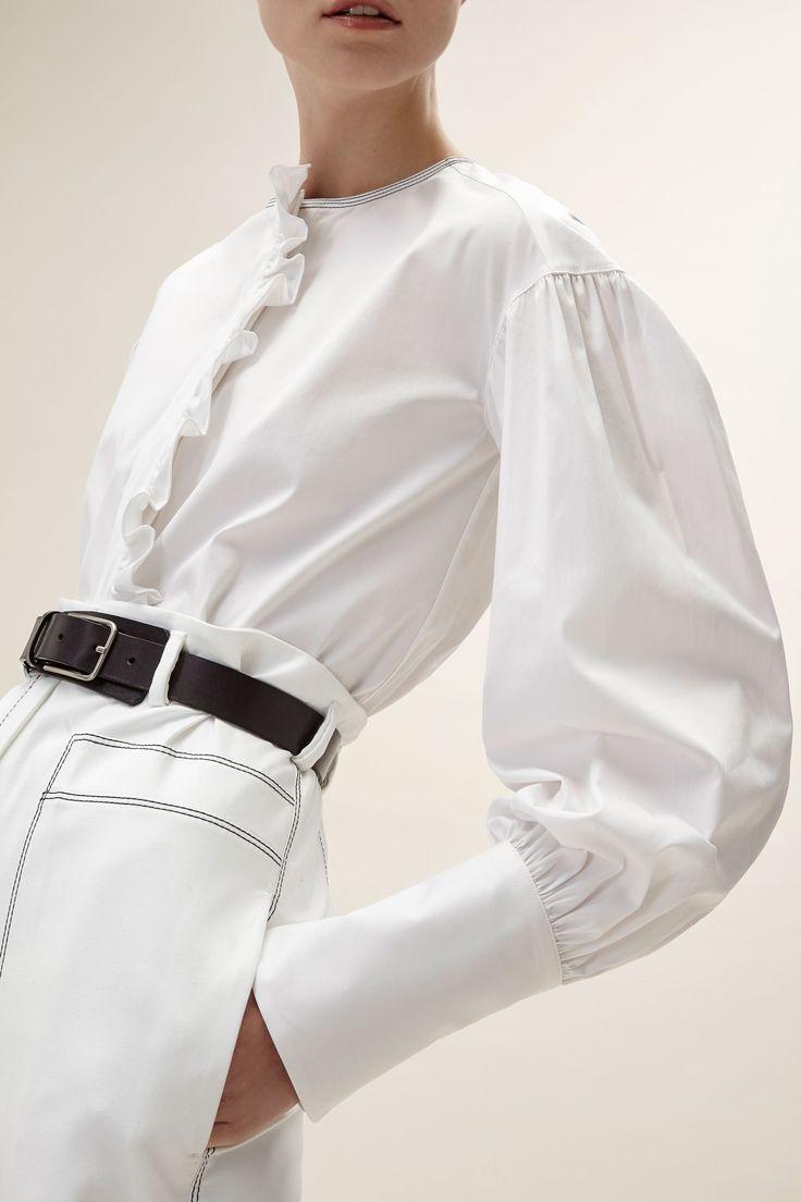 Белая блузка с рукавами фонариками