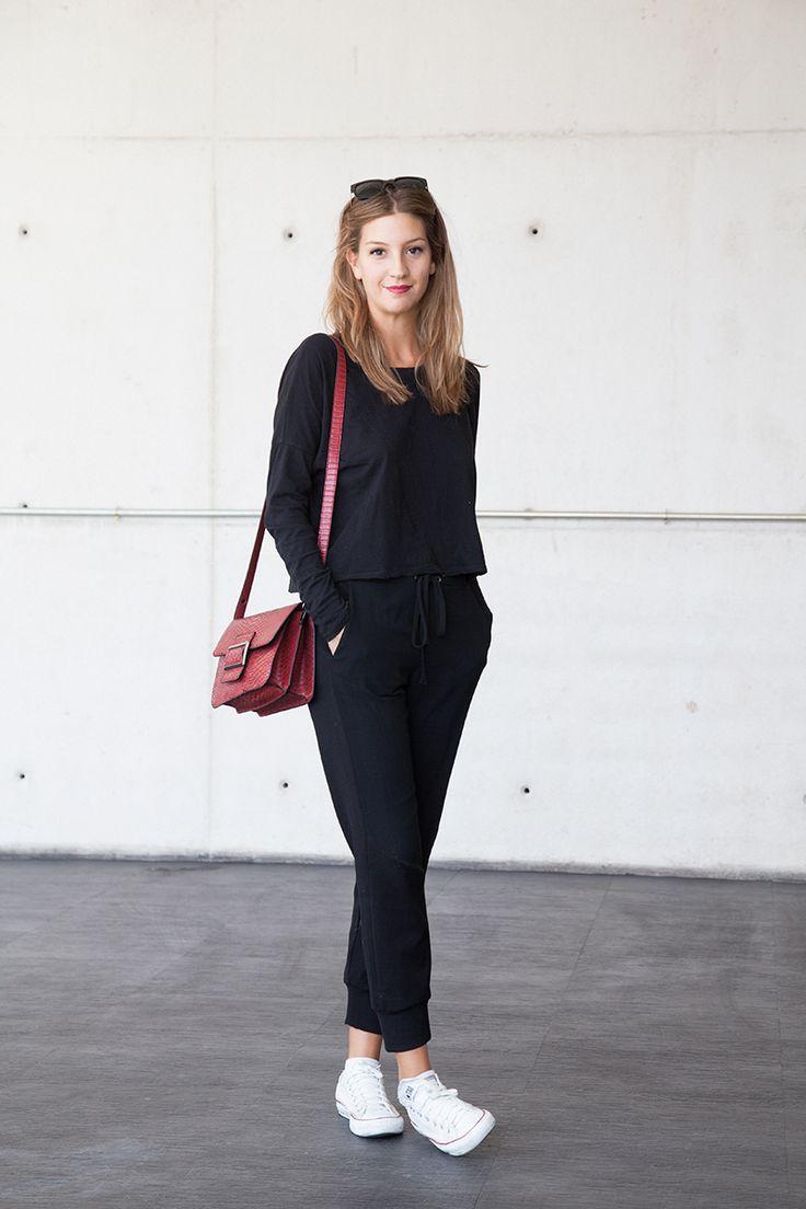 Черная блузка из хлопка