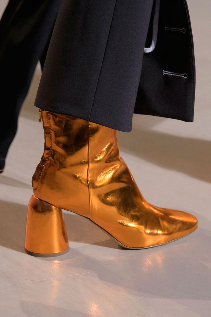 Золотые сапоги на круглом каблуке 2018