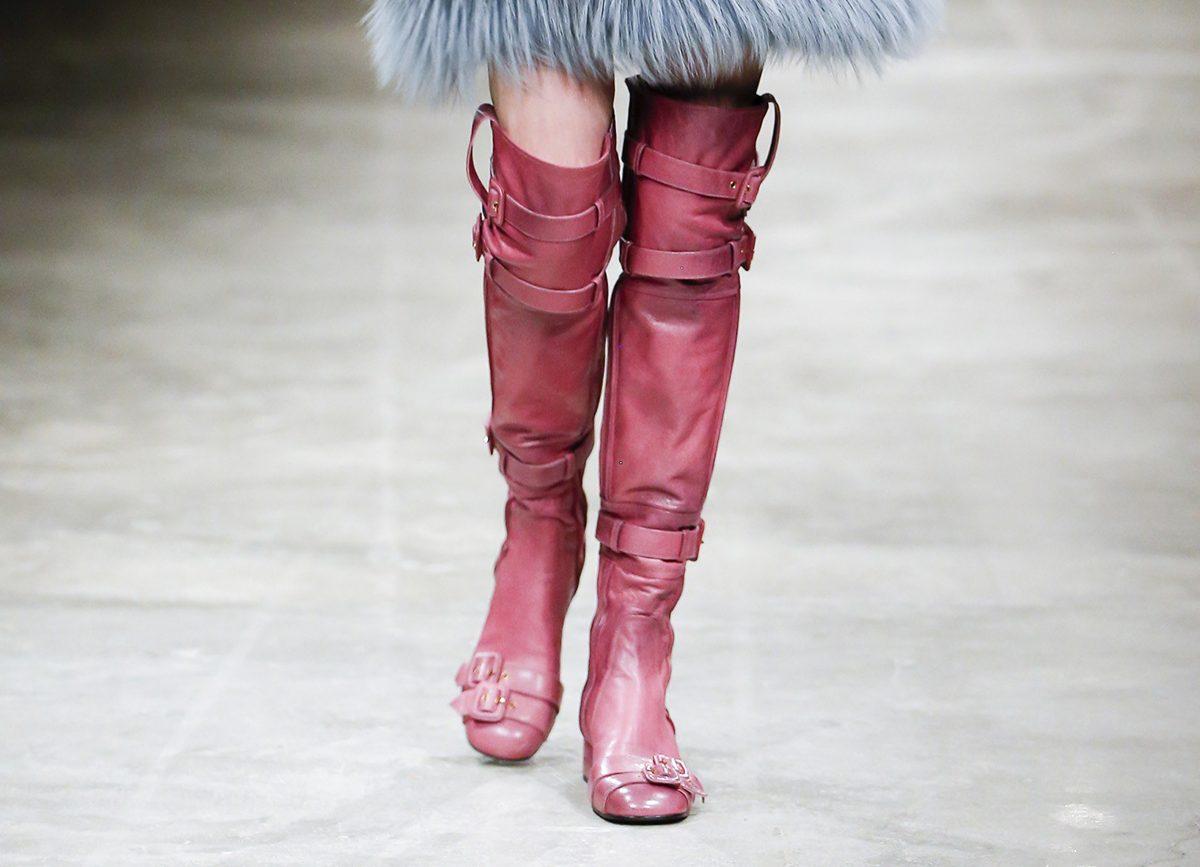 Зимние ботфорты на низком каблуке 2018