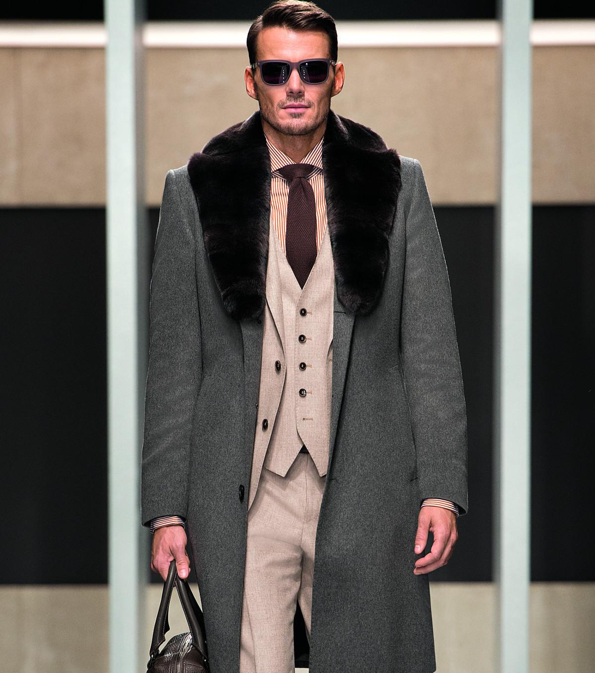 Мужской пальто с меховым воротником