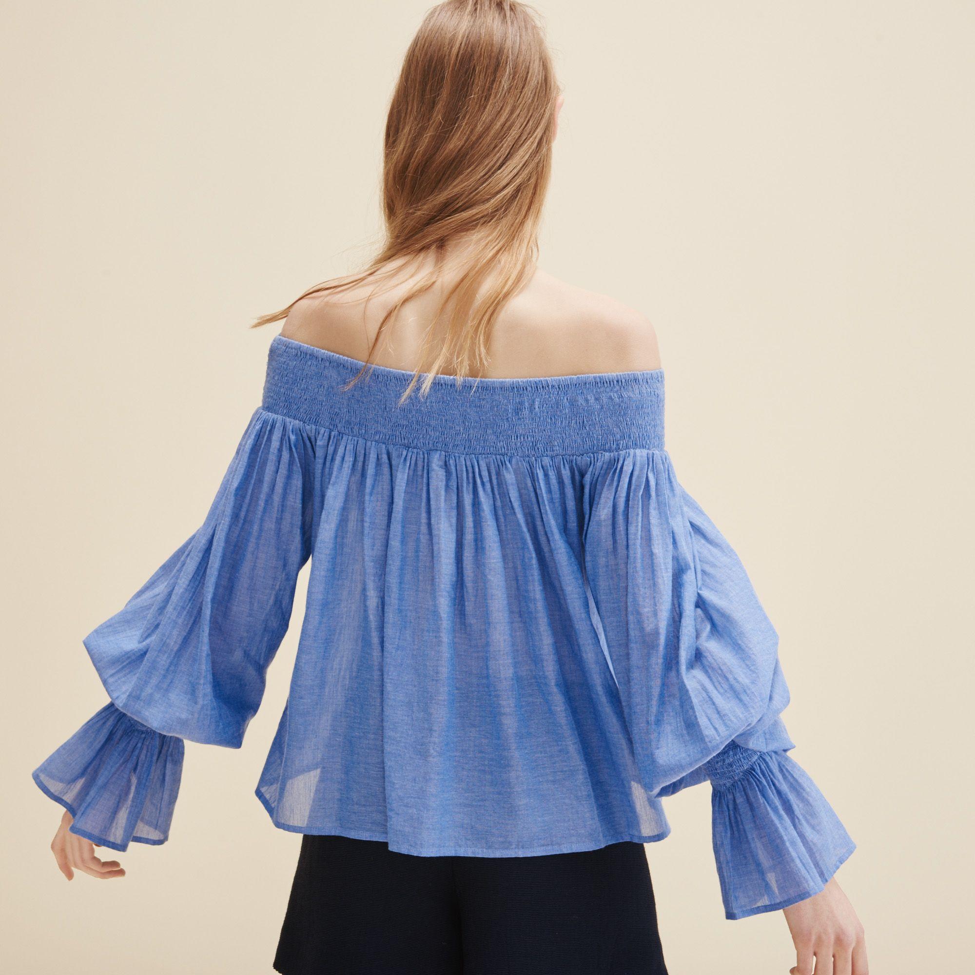 Летняя блузка с открытыми плечами и длинным рукавом