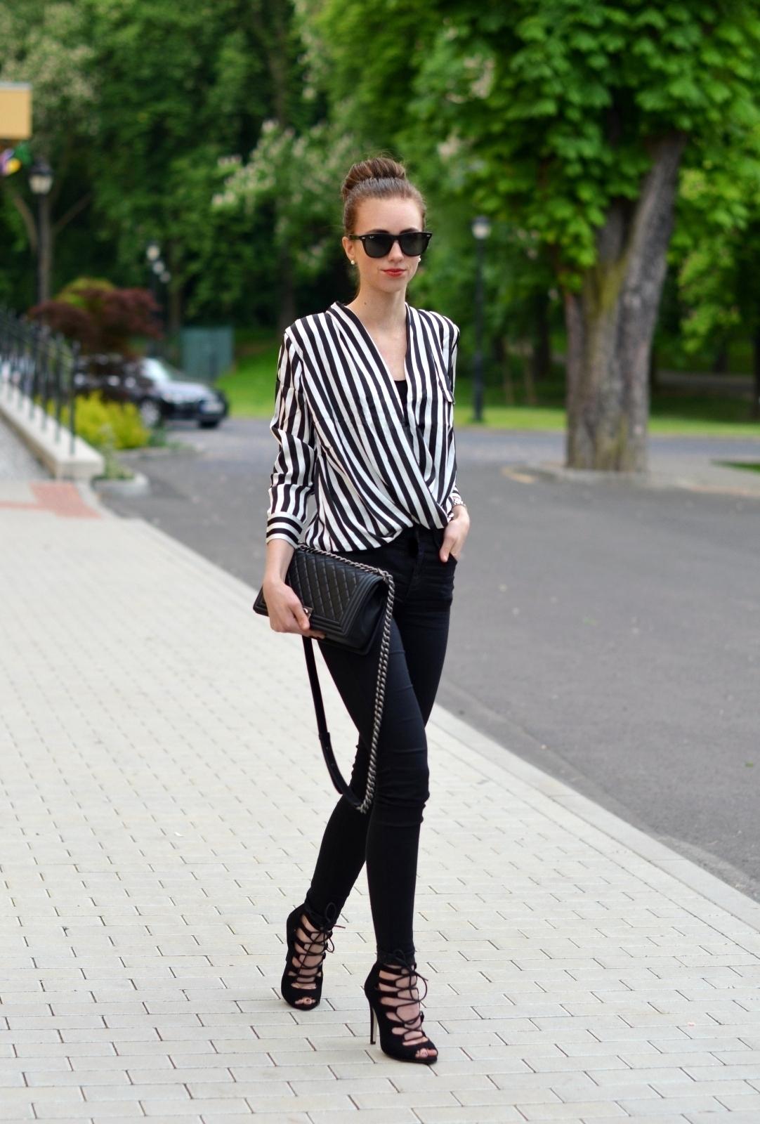 Черная блузка в полоску
