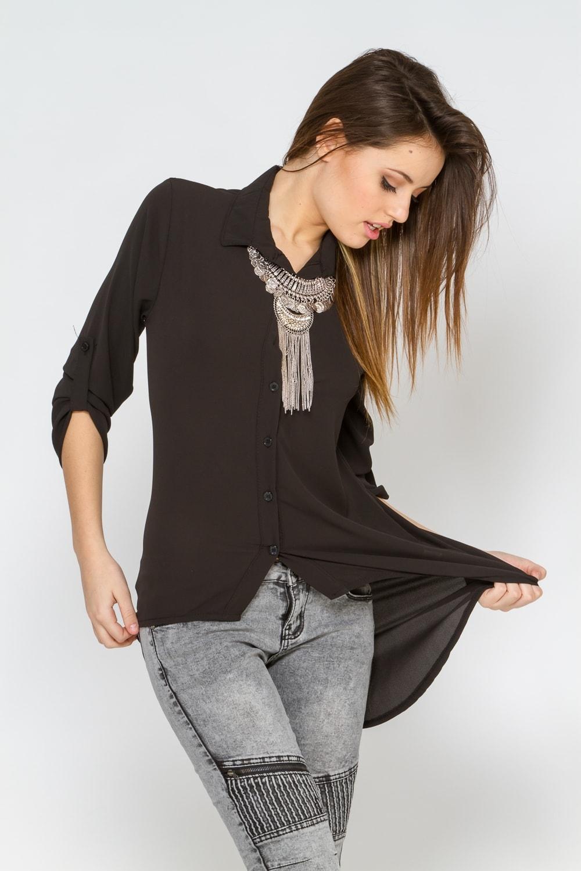 Черная блузка в повседневном стиле