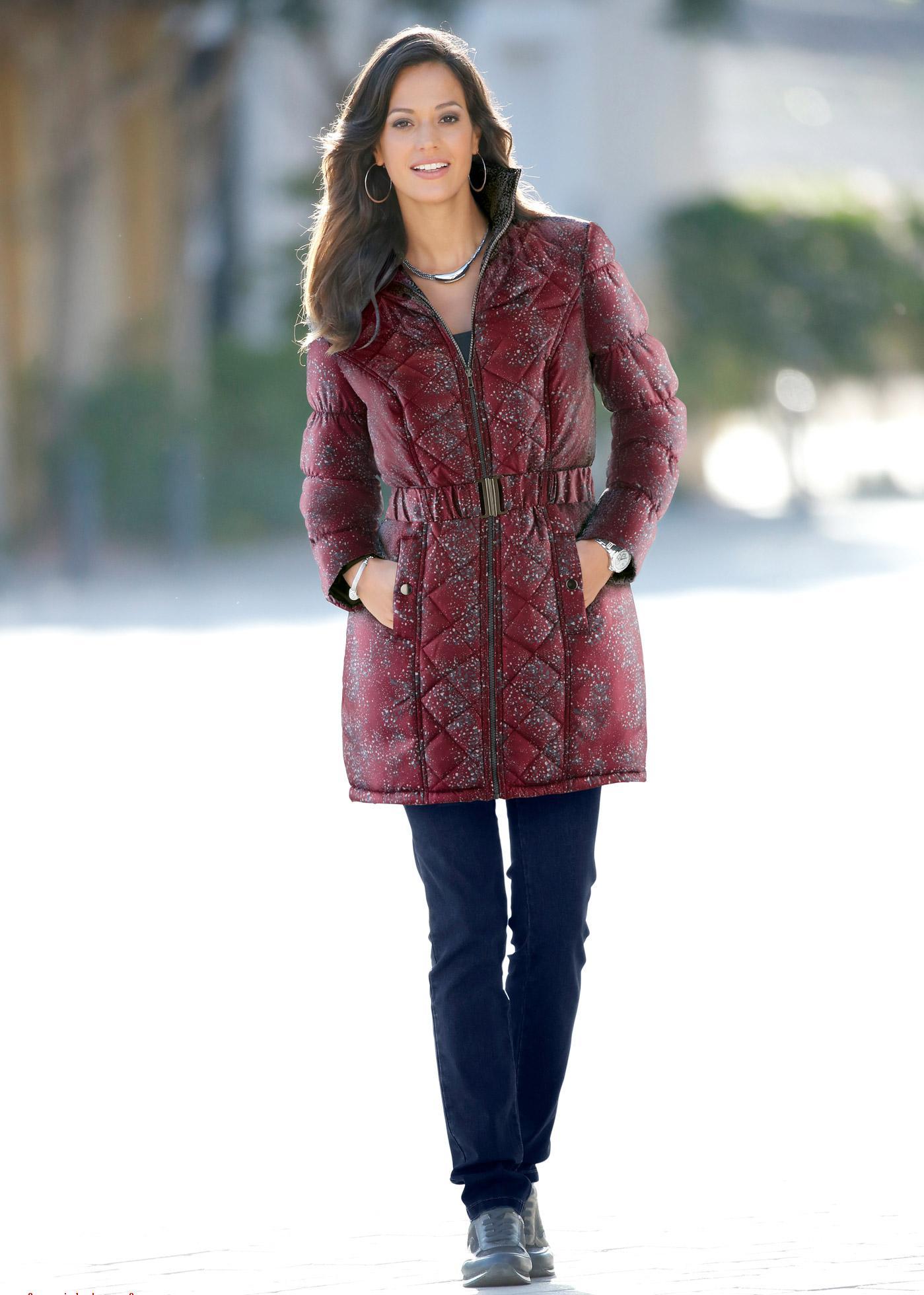 Стеганое пальто с принтом
