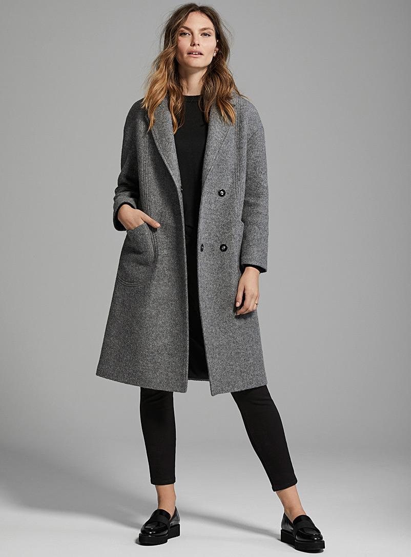 Серое пальто прямое