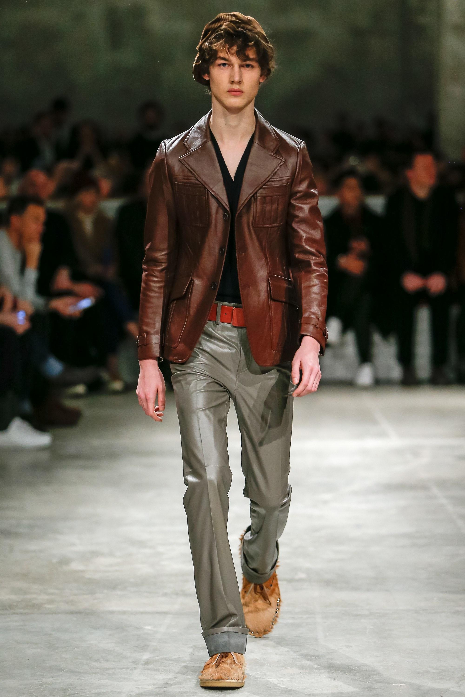 Кожаная мужская куртка на пуговицах