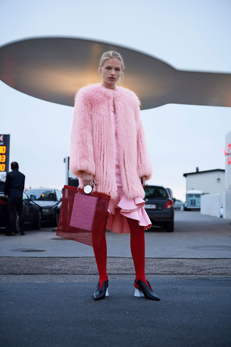 Модная розовая шуба 2018