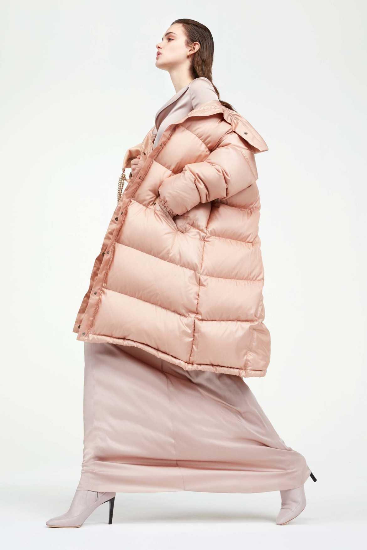 Стеганое розовое пальто