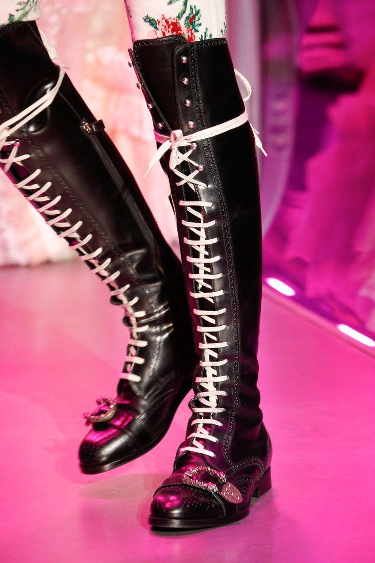 Зимние ботфорты со шнуровкой 2018