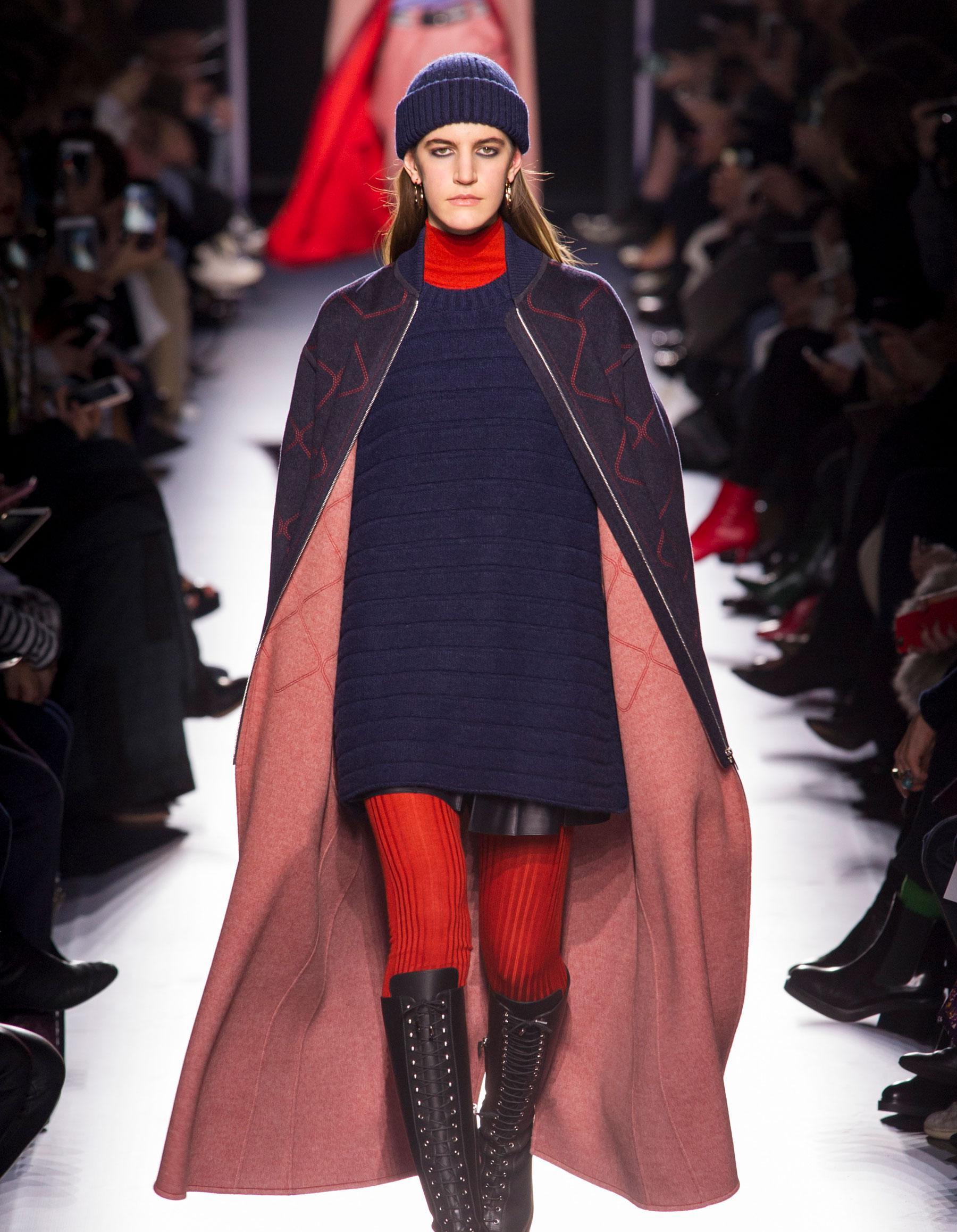 Модное трикотажное пальто 2018