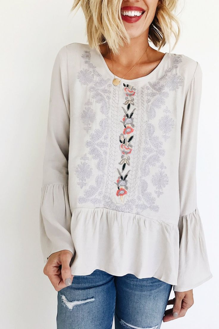 Блузка с вышивкой и длинным рукавом