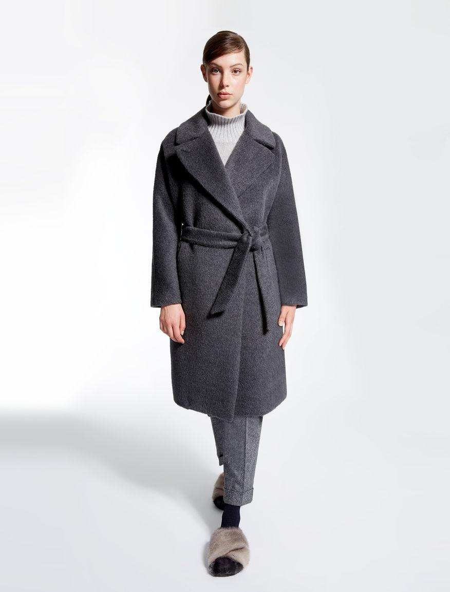 Серое пальто с запахом