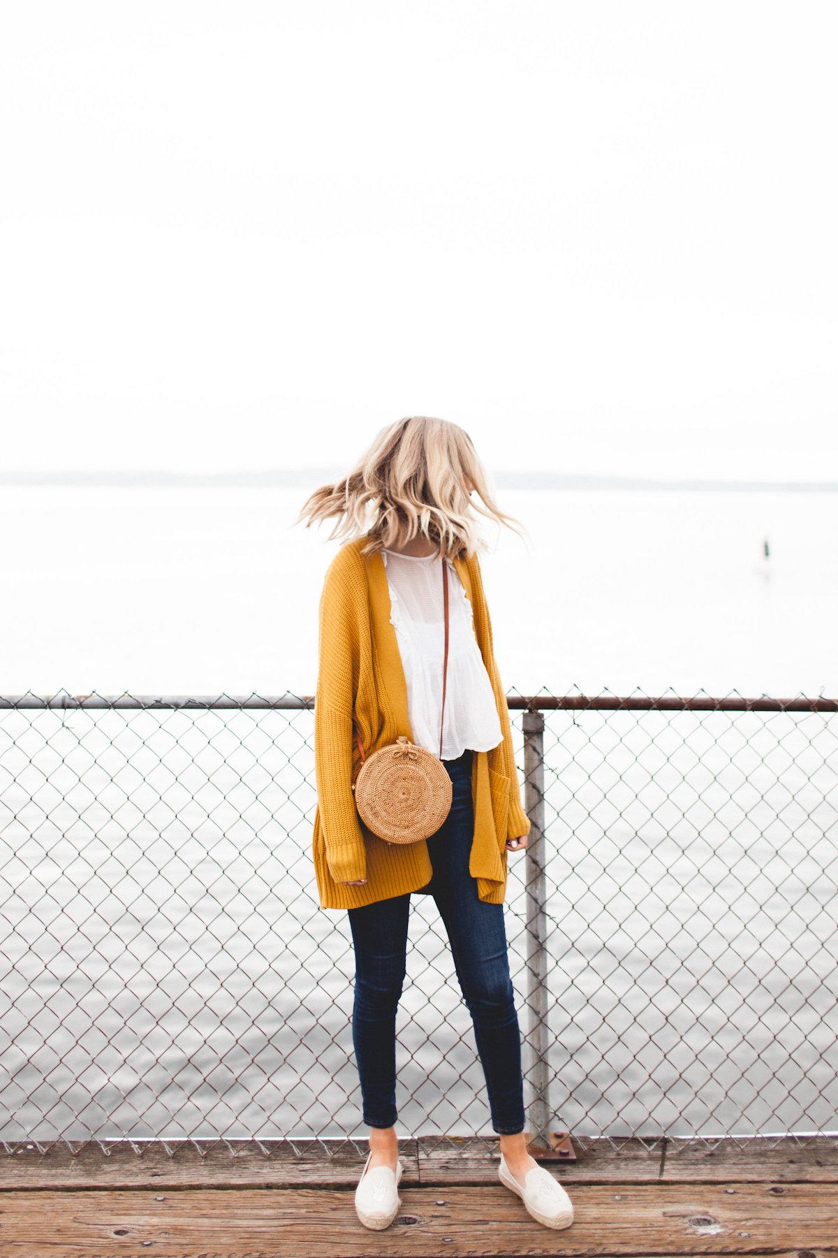 Желтый кардиган с капюшоном