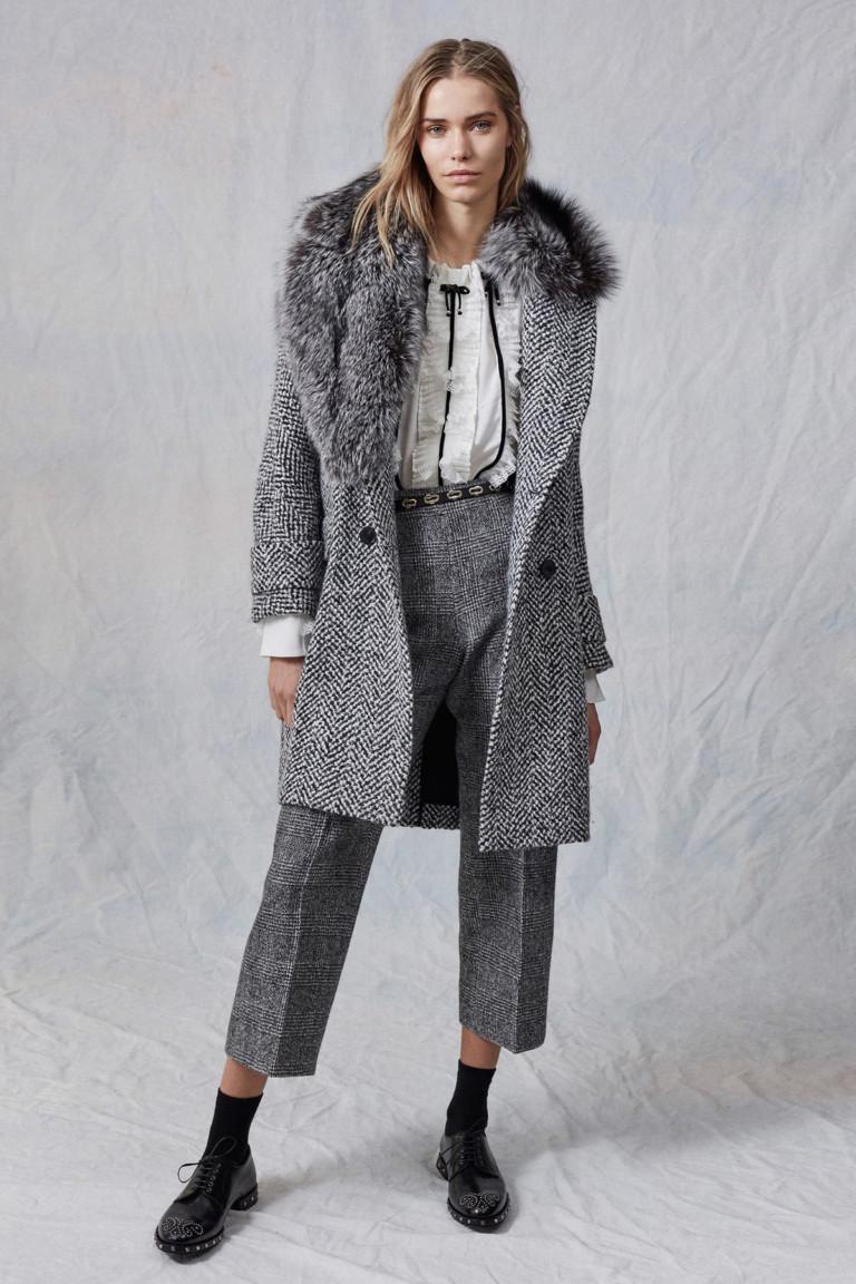 Модное шерстяное пальто на зиму