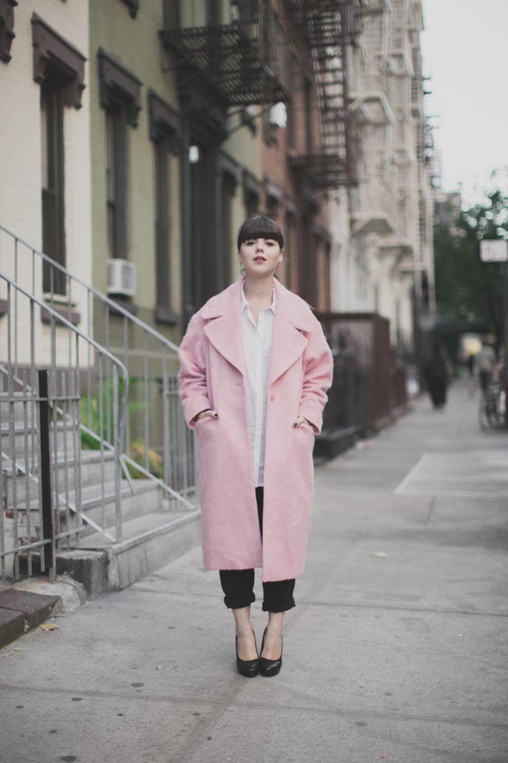 Розовое пальто с английским воротником