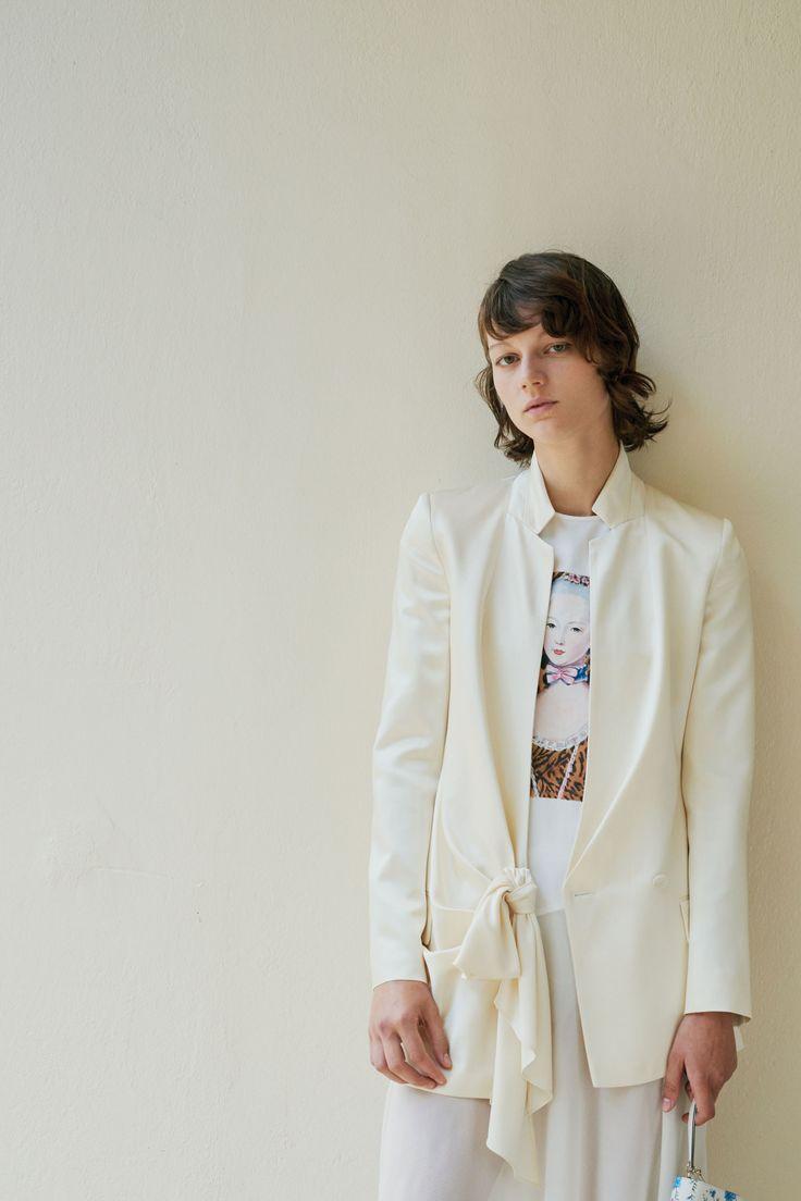 Асимметричный белый пиджак