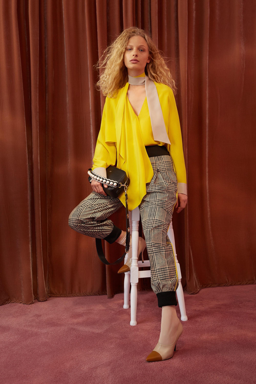Асимметричная желтая блузка