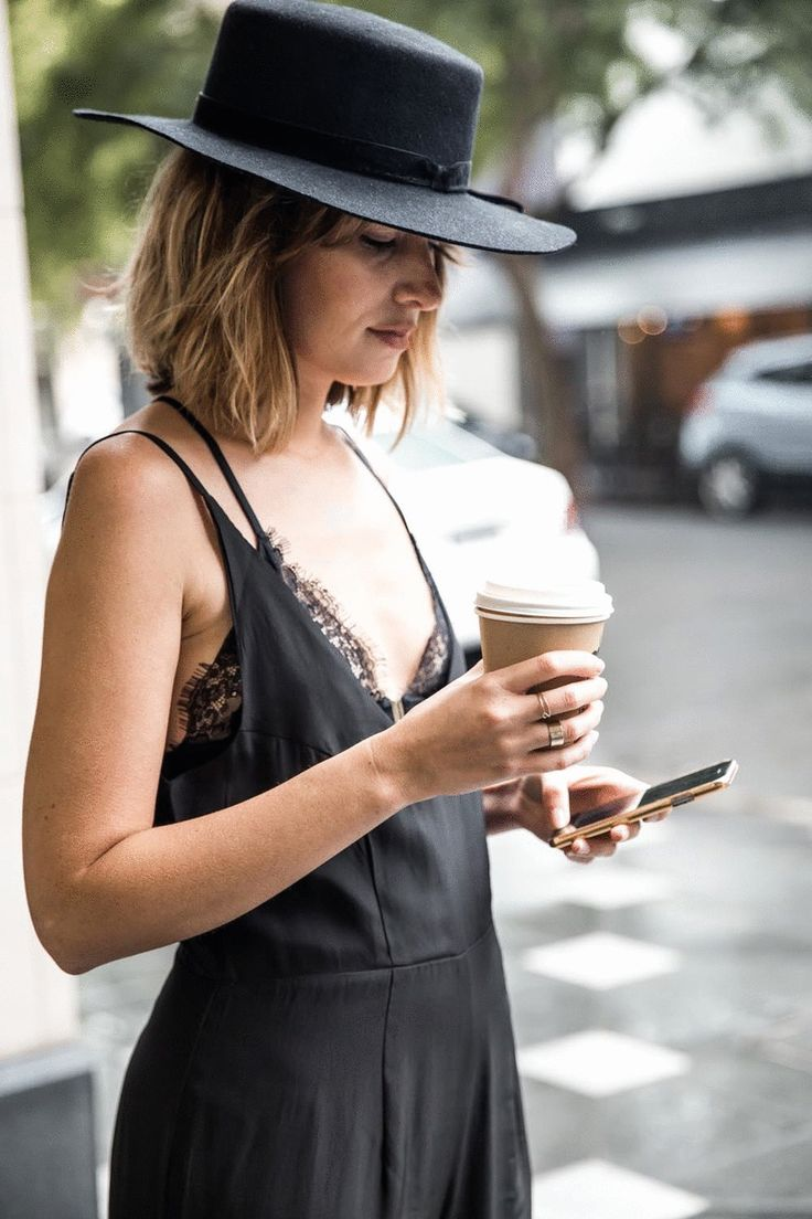 Черная шляпа с бантиком