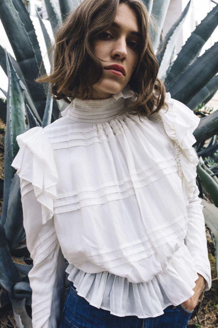 Блуза с воланами и баской