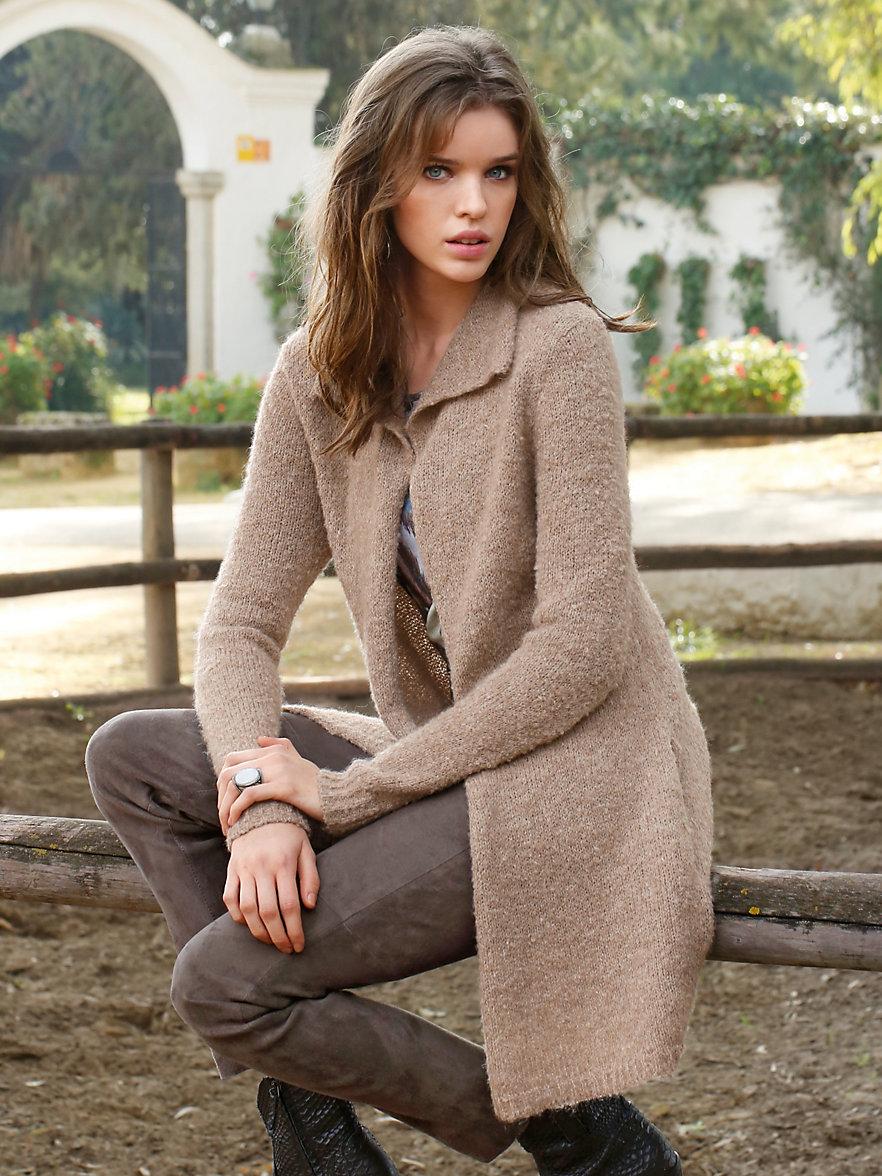 Бежевое пальто из альпаки