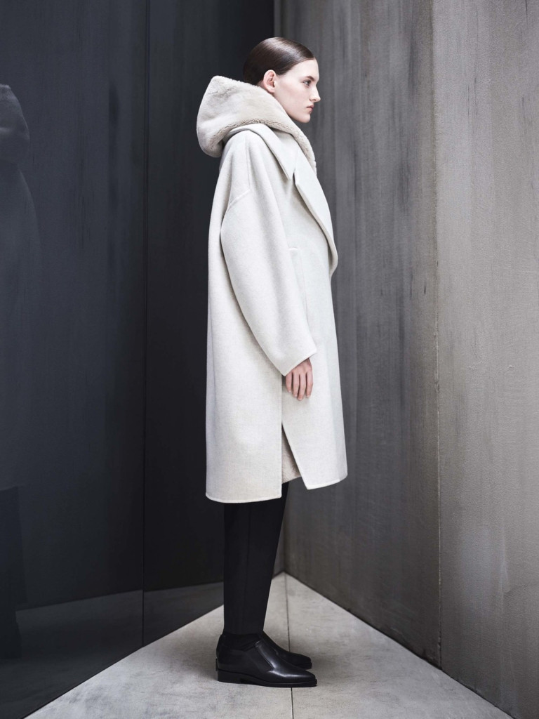 Белое пальто оверсайз