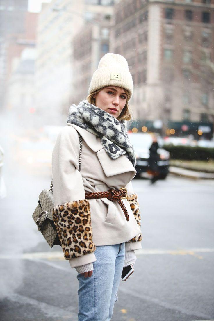 Белое короткое пальто