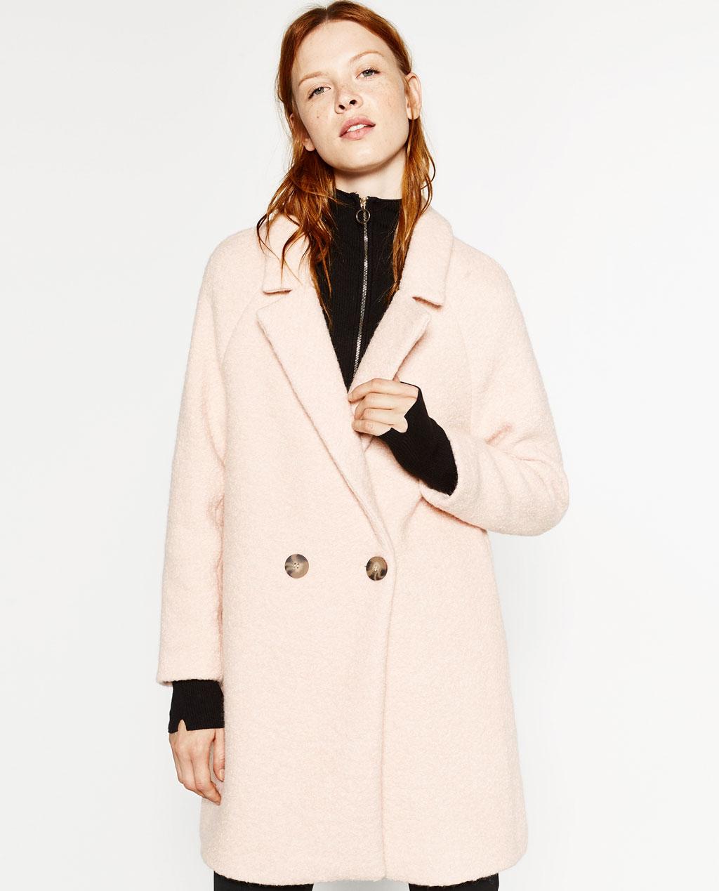 Белое двубортное пальто