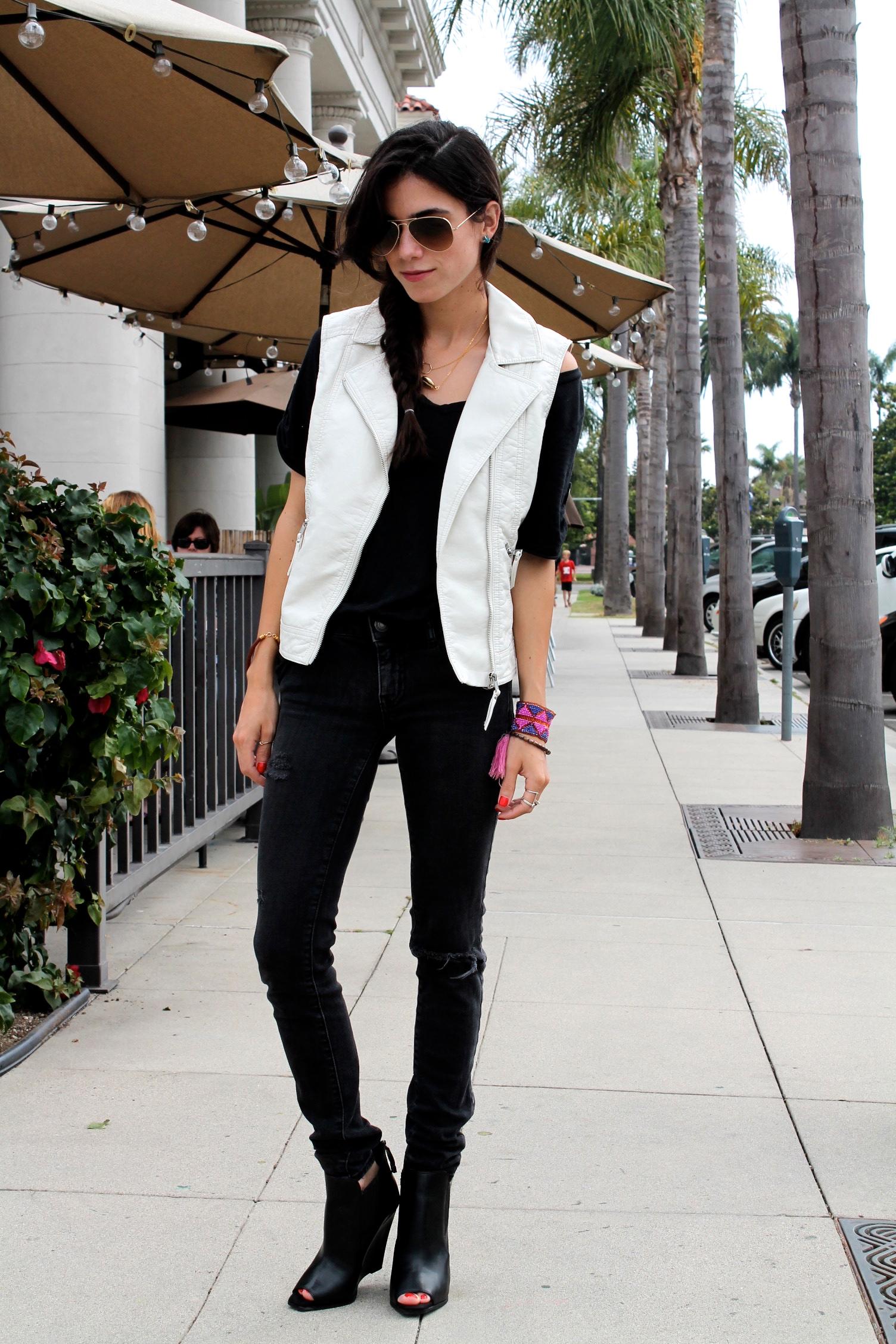 Белый кожаный жилет