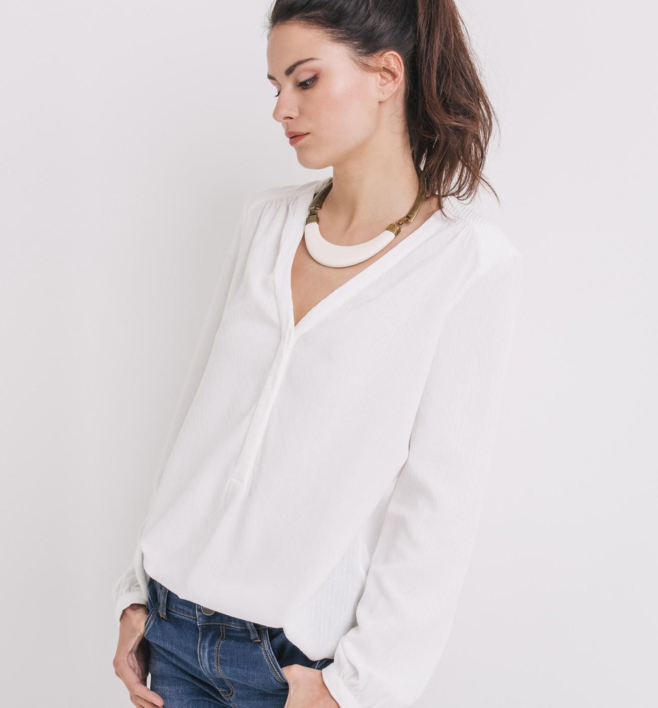Женская белая рубашка без воротника