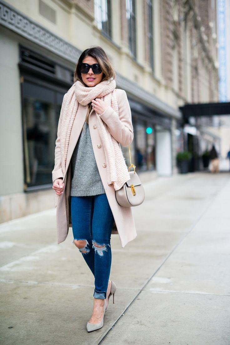Бледно розовое пальто