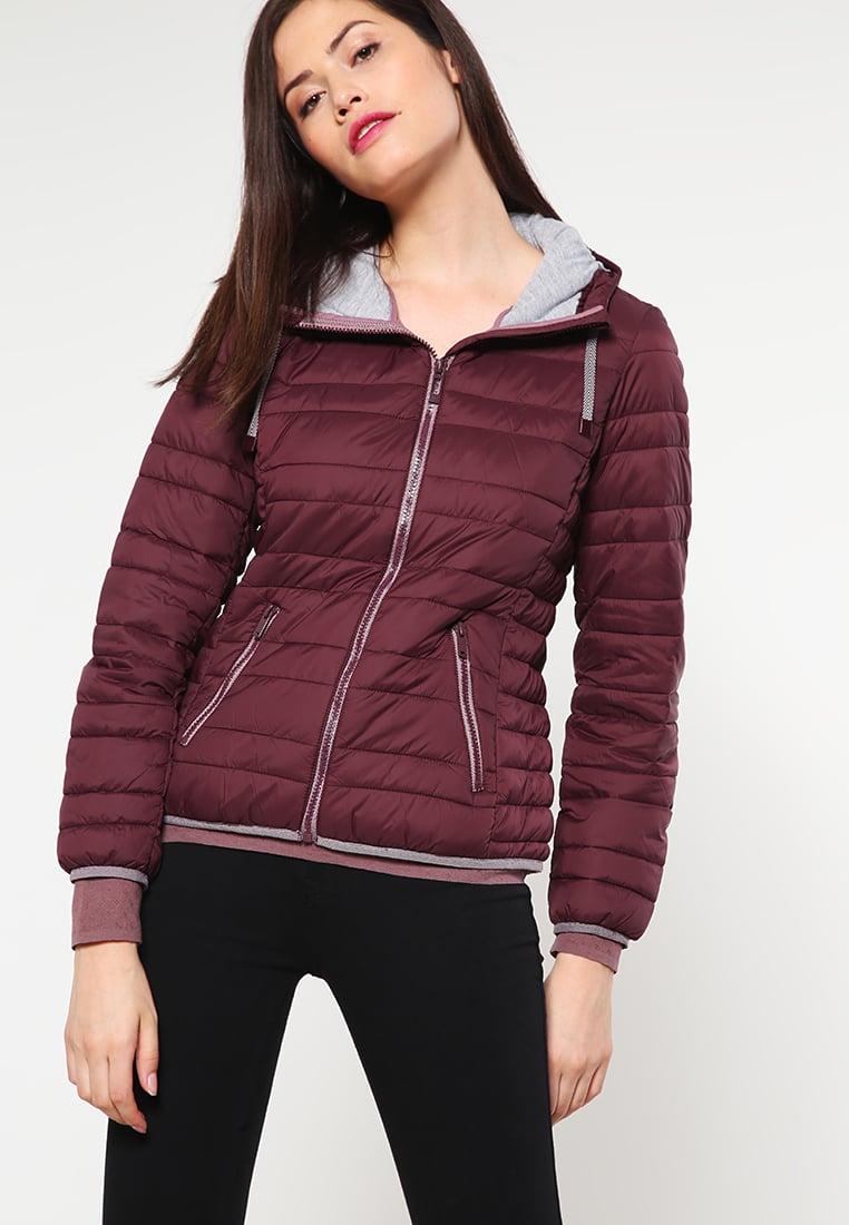 Бордовая демисезонная куртка